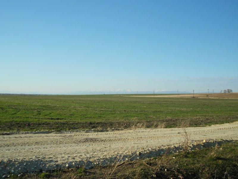 Топ земеделски имот с прекрасна панорама в Първомай