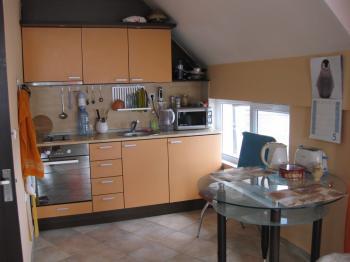 Продава двустаен апартамент в гр.Бургас,к-с Лазур до Морската градина
