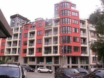 Продавам 2 - стаен апартамент в София, кв.Лозенец, ул. Златовръх, на площада
