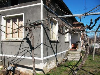 селска къща с двор в района на Сандански