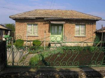 Селска къща на 50 км от Варна.