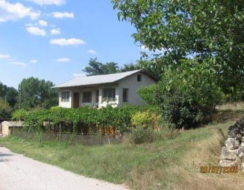 Продавам къща - вила в с. Одринци на 10км. от гр. Добрич близо до язовир