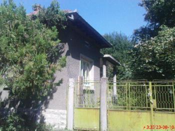 Продавам къща с двор 806 кв.м селскостопанска сграда 41 кв.м