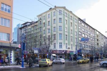 Продавам многостаен апартамент Топ Център-София