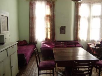 Тристаен апартамент,етаж от къща,намиращ се в идеалния център на Пазарджик