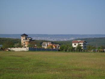 собствен парцел за жилищно строителство 5225 кв.м в гр.Варна,р–н Звездица , най–доброто място за луксозно живеене в голям град и панорама море,най–чист вьздух ,на 5 мин.от центъра
