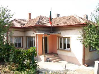 Продава се къща на 10км. от гр.Силистра в с.Айдемир