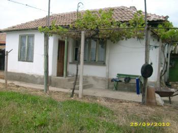 продава малка къща/вила-с.Кръстевич,общ.Хисар