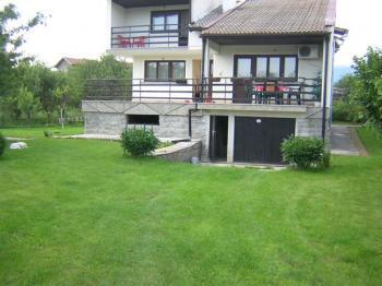 продава къща с двор гр Годеч-45 км от София-луксозен имот