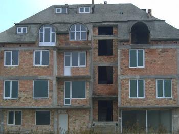 PRODAVAM APARTAMENT NA GRUB STROEJ ap. se namira v gr.Nesebar kv.cherno more ap. e s 4stai 2 terasi 2 sanitarni vazela na 3 et ot 5 etajna zgrada 100kv.m.