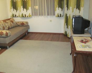 Двустаен обзаведен апартамент в центъра на Варна