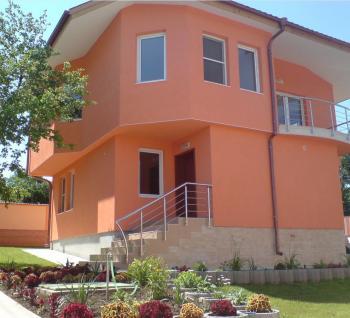 Продавам къща в с.Червена вода