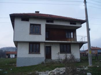 Продавам двуетажна тухлена къща с.Рудник