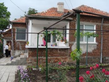 Продавам къща до Бургас