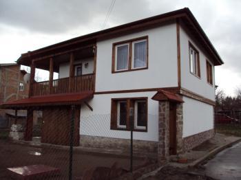 Продава двуетажна къща на територията на гр. Вършец