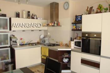 Продава просторен тристаен апартамент в гр. Варна, Левски