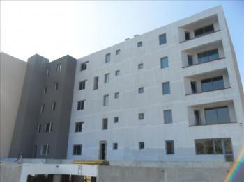 Предлага двустаен апартамент в жилищен комплекс в квартал Кайсиева градина, гр. Варна