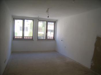 BP Invest предлага за продажба едностаен апартамент в идеален център, в близост до Окръжна Болница, Пикадили център и ХЕИ.