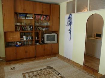 Предлага за продажба двустаен апартамент в кв.Младост