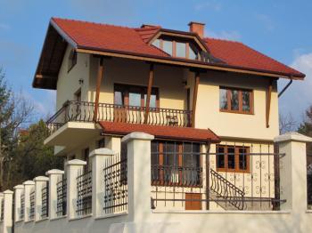 Къща в с. Панчарево - прекрасна луксозна семейна къща в с. Панчарево с чудесен изглед и целогодишен достъп.