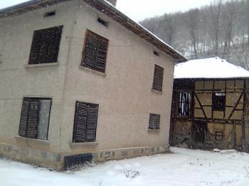 Къща в село Рибарица, на главен пър, 2 етажа, ток, вода, телефон
