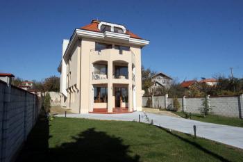 ействащ семеен хотел-ресторант ,2км от Златни пясъци, 9 км от Варна , главен път,200 М от Варненски свободен университет