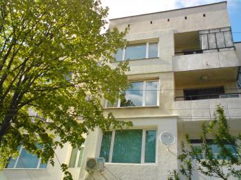 Тристаен апартамент в Банкя