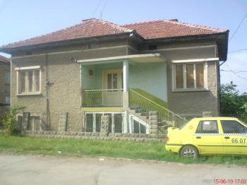 Продавам Къща  в гр.Разград