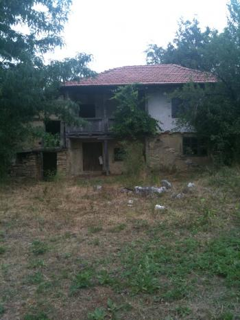 Продава двуетажна къща в област Ловеч,с.Къкрина;4.900.00 EUR