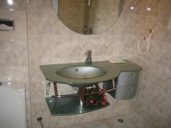 Давам под наем луксозен обзаведен апартамент в Несебър в центъра.Двустаен.За зимният сезон или целегодишно.