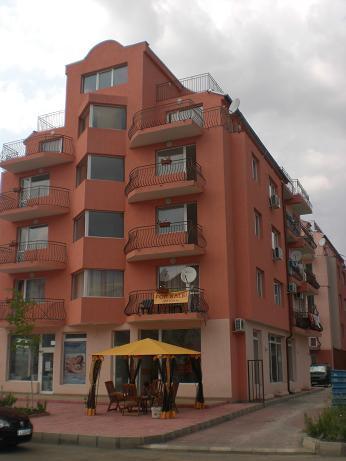 Двустаен с 1 спалня на 50 м от морето в жилищен комплекс