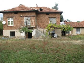 Къща с двор в с.Боерица.