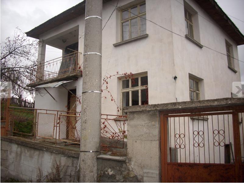 House in Polkovnik Serafimovo VIllage