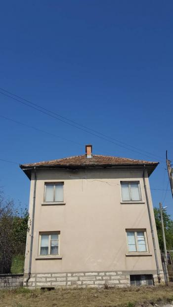 Къща в с.Брусен общ. Мездра обл. Враца