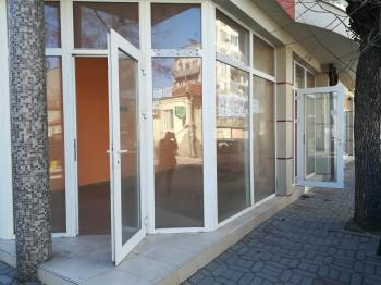 Давам под Наем Магазин в Пловдив, кв. Въстанически (Кючук Париж); за първи наемател, две нива - подземното е склад с тоалетна и мивка, ъглов - на две улици, 8 м витрина; с два отделни входа, ул. Родосто 15