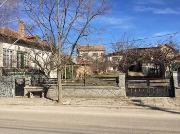 Къща и вила с гараж в Радомир, кв. Върба
