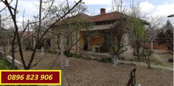 Собственик продава къща 17 km. от околовръстното шосе на София. Възможно разсрочено плащане.