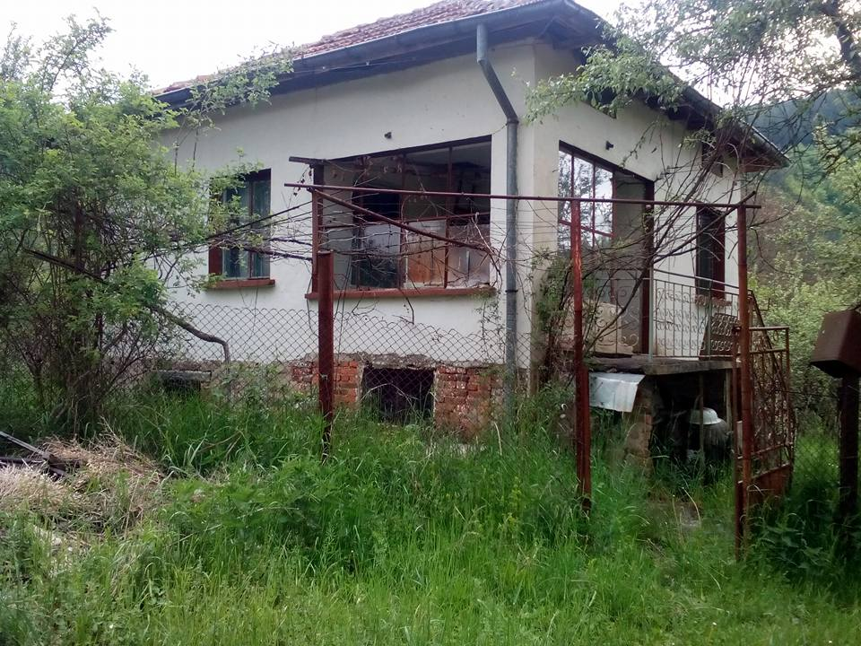 Продава къща в село Блатешница, област Пернинк - 10 000 EUR