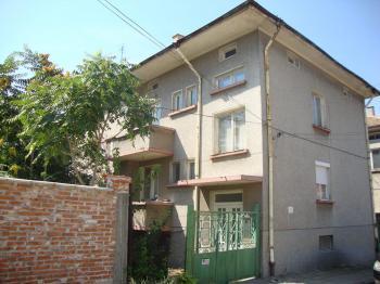 Продава етаж от къща в град Чирпан, област Стара Загора - 20 500 EUR, 400 кв.м.