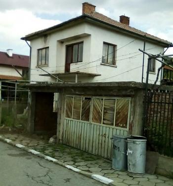Продава двуетажна масивна къща в село Коняво, област Кюстендил - 17 500 EUR, 200 кв.м.