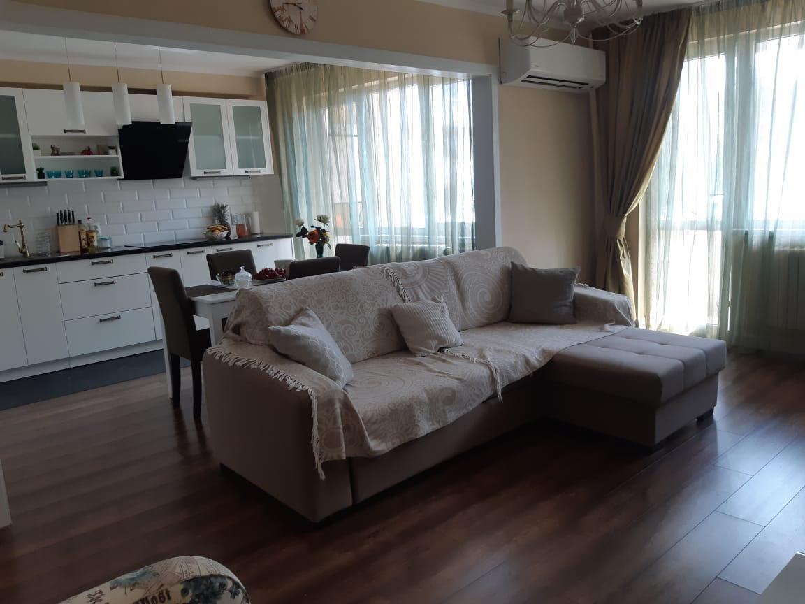 Продава тристаен апартамент в Бургас, Лазур - 118 000 EUR