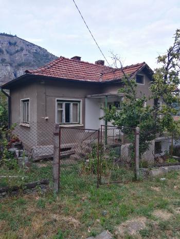 Продава Къща гара Лакатник, област София