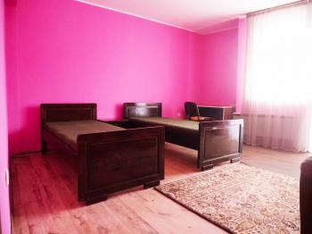 Под наем Тристаен апартамент в Самоков