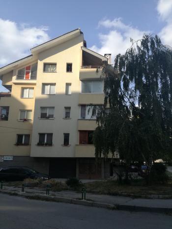 Под наем Тристаен апартамент в Плевен