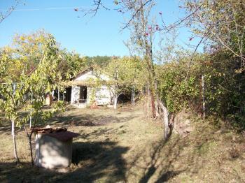 Продава Парцел с къща в село  Гниляне