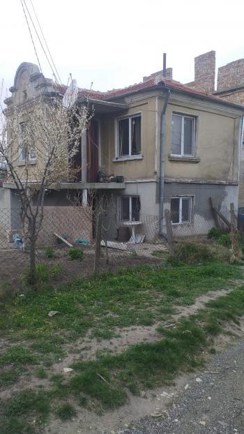 Продава Къща в Изворско, квартал Аксаково, област Варна